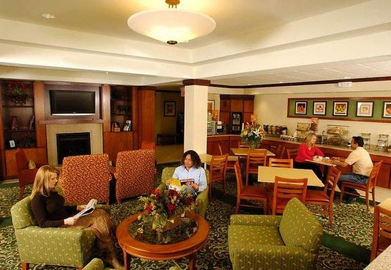 Fairfield Inn & Suites - Rapid City: Breakfast Bar