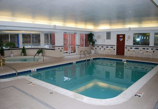 Fairfield Inn Washington Dulles Airport South/Chantilly: Indoor Pool &amp; Whirlpool