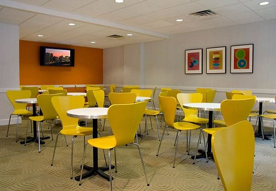 Fairfield Inn & Suites Chicago Downtown: Breakfast Room