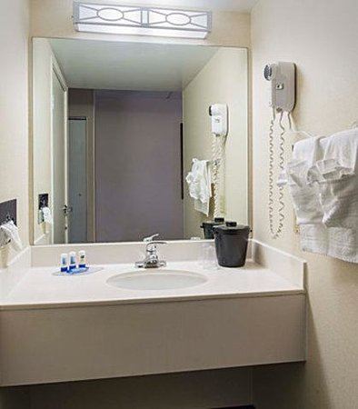 Fairfield Inn Atlantic City North: Guest Bathroom