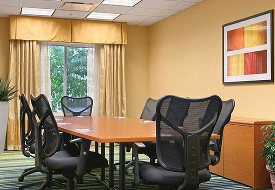 Akron, OH: Executive Boardroom