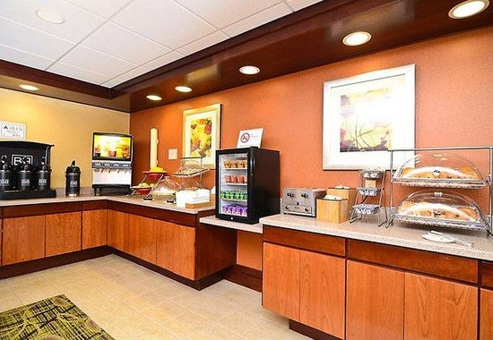 Fairfield Inn & Suites Boone: Breakfast Bar