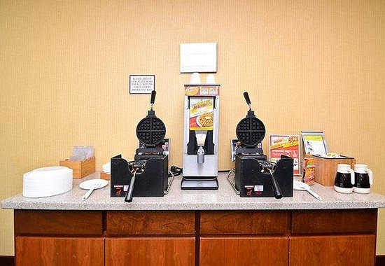 Fairfield Inn & Suites Boone: Breakfast Bar - Waffle Station
