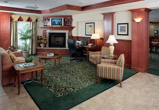Fairfield Inn &amp; Suites Lafayette South: Lobby &amp; Business Center