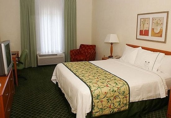 Fairfield Inn &amp; Suites Lafayette South: King Guest Room