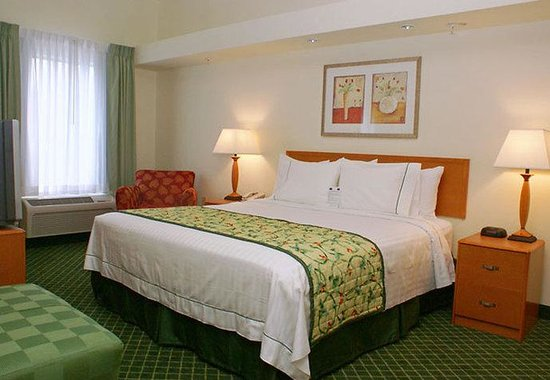 Fairfield Inn &amp; Suites Lafayette South: King Suite