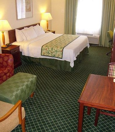 Collinsville, IL: Executive King Guest Room