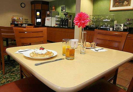 Fairfield Inn Charlotte Arrowood: Breakfast Room