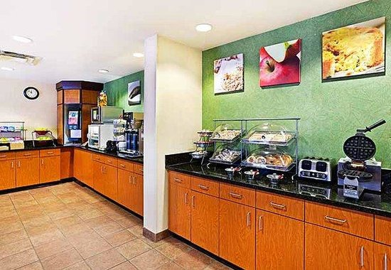 Fairfield Inn Charlotte Arrowood: Breakfast Bar