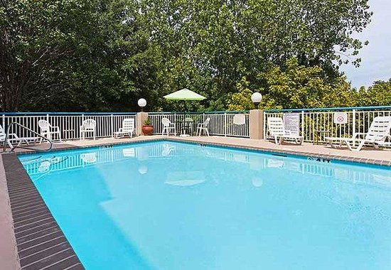 Fairfield Inn Charlotte Arrowood: Outdoor Pool