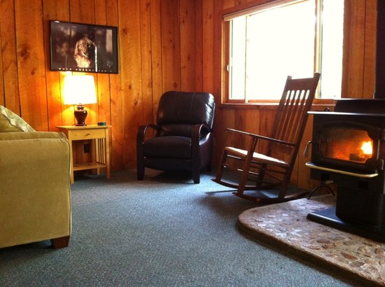 Ely, MN: Quiet corners in Cabin 7 - perfect for a great book - whether that be the paper kind or an e-boo