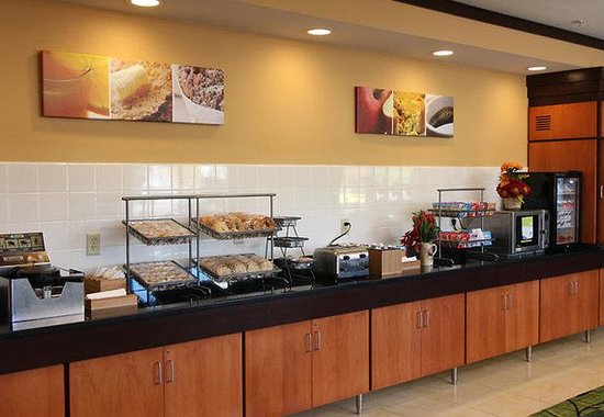 Roseville, MN: Breakfast Bar