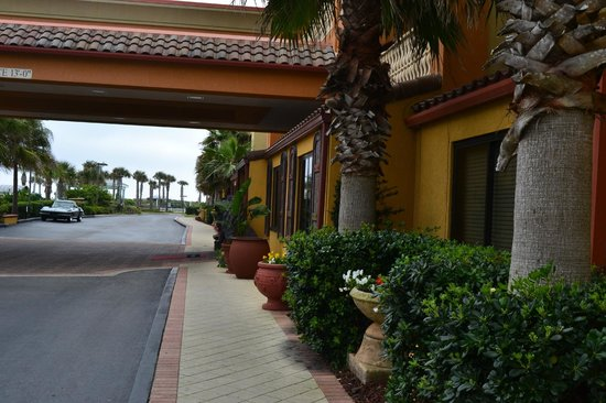 Hampton Inn & Suites St. Augustine-Vilano Beach: the entrance