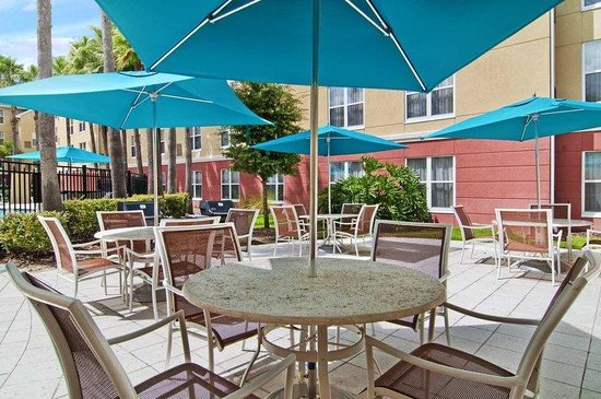 Homewood Suites by Hilton Orlando-UCF Area: Patio & BBQ Area