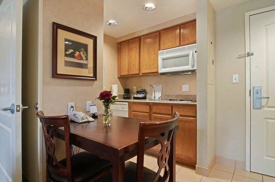 ‪‪Homewood Suites by Hilton Orlando-UCF Area‬: Suite Kitchen‬