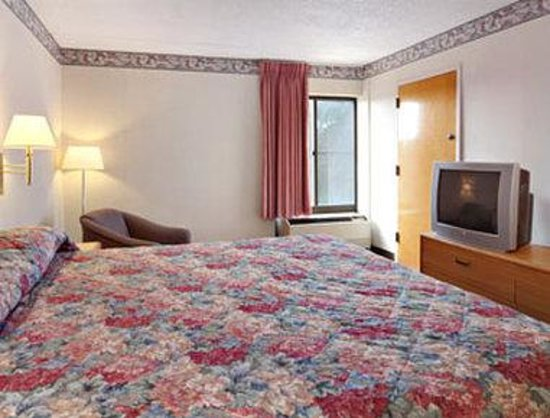 Ramada Galloway: Standard One King Bed Room