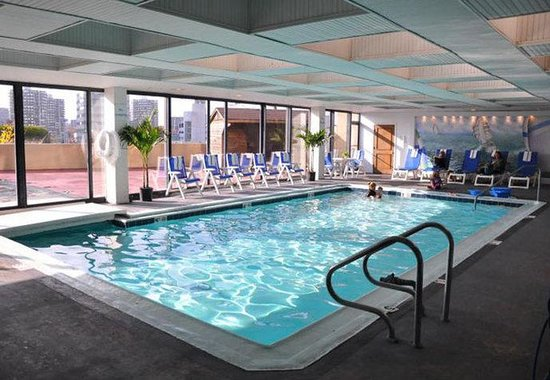 Stamford, CT: Indoor / Outdoor Pool