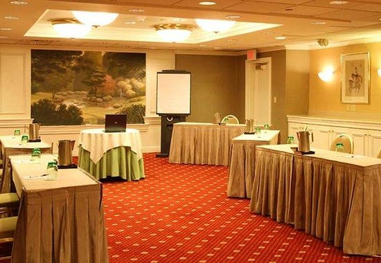 Stamford, CT: Mezzanine Boardroom