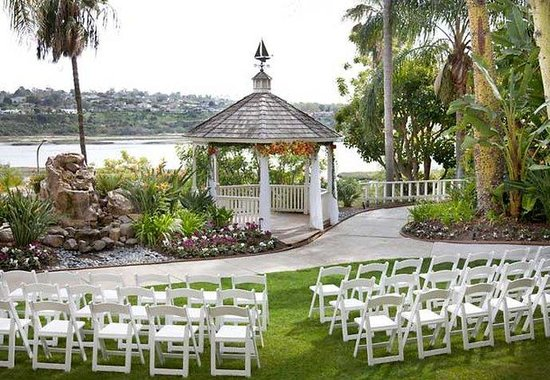 Newport Beach Marriott Bayview: Courtyard Weddings
