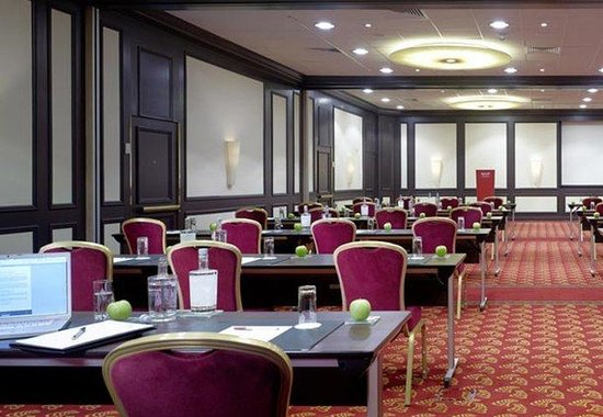 Marriott Amsterdam: Grand Ballroom - Classroom Style