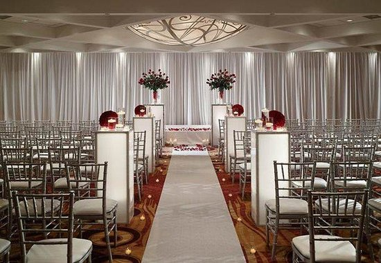 Chicago Marriott O&#39;Hare : Chicago Ballroom-Wedding Ceremony 