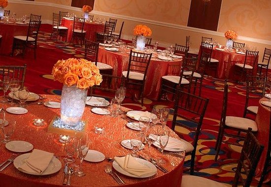 Marriott Cleveland Airport: Grand Ballroom Wedding