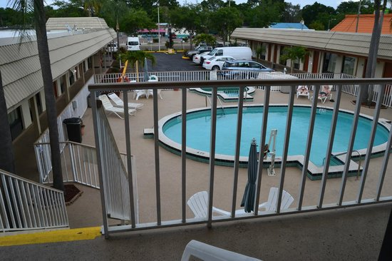 Days Inn - Central: the pool