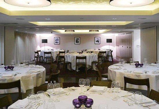 Marriott London Grosvenor Square Hotel: Mayfair Suite Dinner