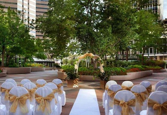 Denver Marriott City Center: Outdoor Wedding