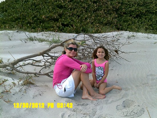 Tuckaway Shores Resort: enjoying the beach in front of Tuckaway Resort