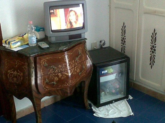 "Hotel La Scogliera: tv e ""frigo bar"""
