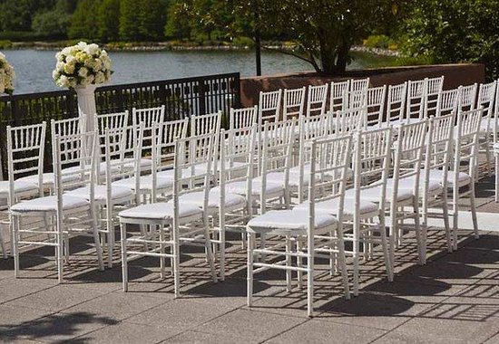 Gaithersburg Marriott Washingtonian Center: Outdoor Wedding Ceremony