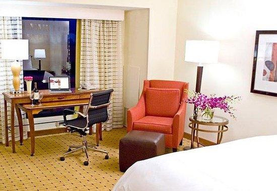 Marriott Oakland City Center: King Guest Room