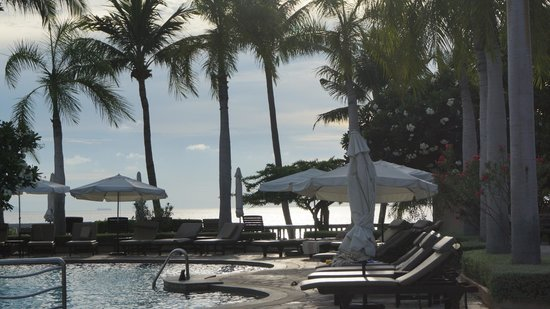 Dusit Thani Pattaya: Pool + Bay View
