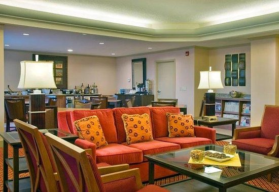 Marriott Visalia: Concierge Lounge