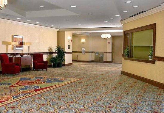 Marriott Newport News at City Center: Pre-Function Foyer & Registration Desk