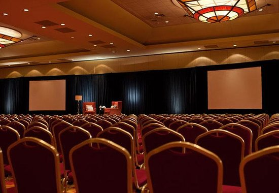 Coralville, IA: Coral Ballroom - Theater Style