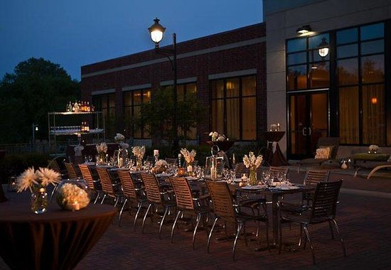 Coralville, IA : Social Terrace Wedding Reception 