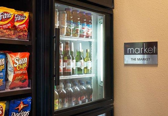Residence Inn Palm Desert: The Market