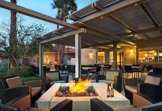 Residence Inn Palm Desert: Outdoor Fire Pit