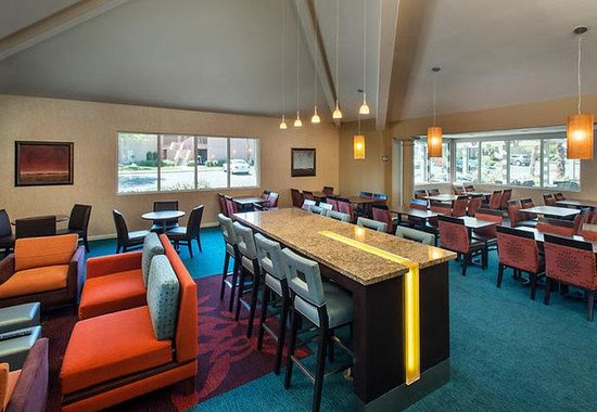 Residence Inn Palm Desert: Gatehouse