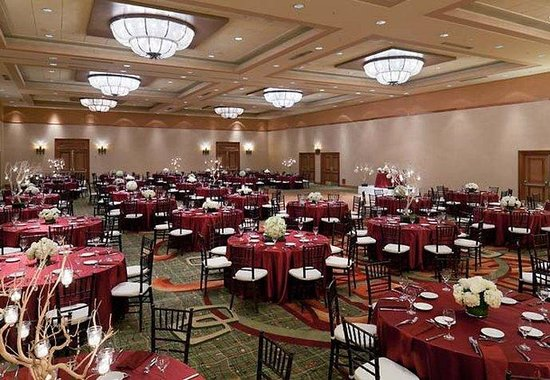 Manhattan Beach Marriott: Ballroom Social Setup
