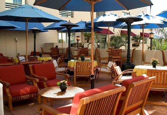 JW Marriott Santa Monica Le Merigot: Le Troquet Patio Lounge
