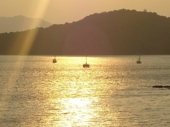 Kantary Bay, Phuket: Sunset from rooftop pool