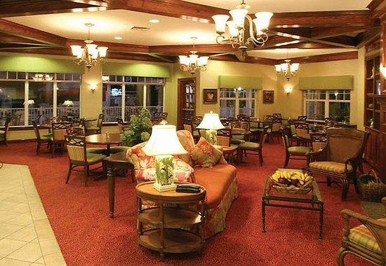 Residence Inn Charleston Downtown/Riverview: Hearth Room & Dining Area