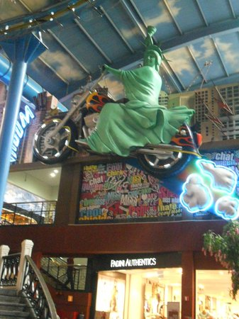 Pahang, Malasia: Statue of Liberty on motorcycle at the mall