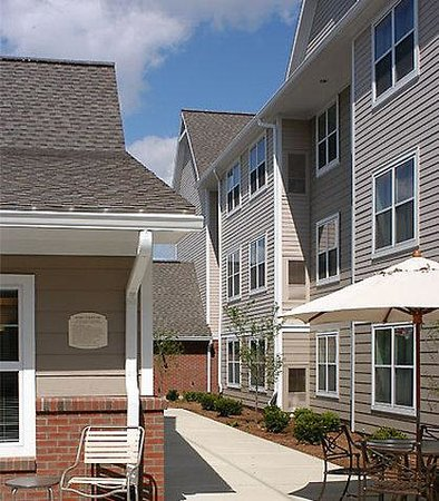 Residence Inn Albany East Greenbush/Tech Valley: Outdoor Courtyard