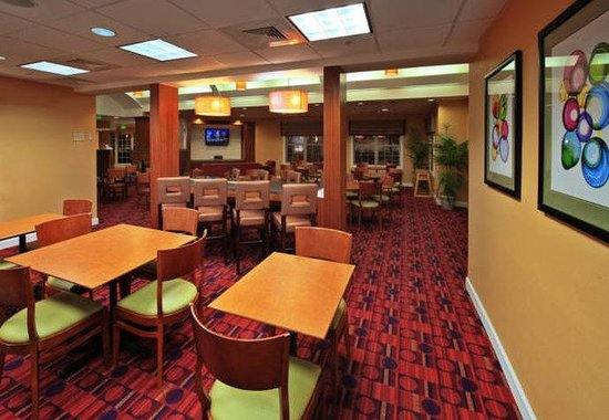 Residence Inn by Marriott Lakeland: Breakfast Seating Area