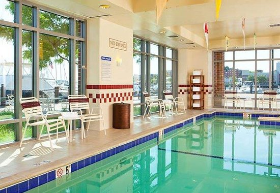‪‪Residence Inn by Marriott Boston Harbor on Tudor Wharf‬: Indoor Pool & Whirlpool‬