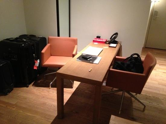 Andaz 5th Avenue: work area